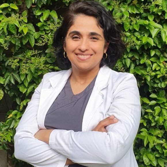 Dra. Claudia Descouvieres Callejas